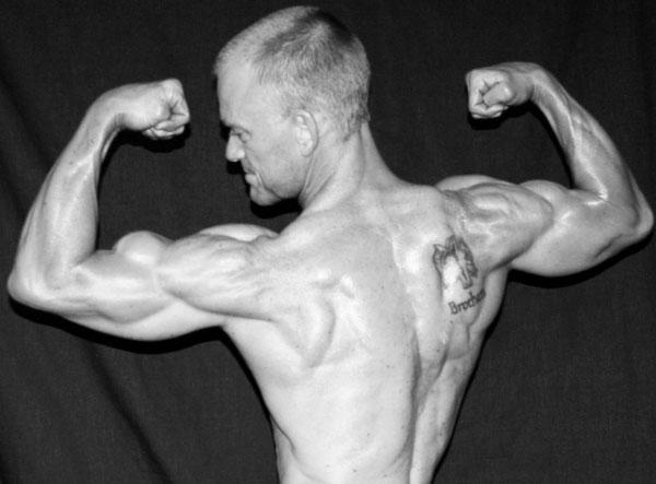 tim-kneeling-biceps