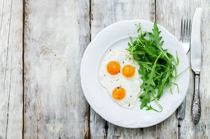 nutrition myths - whole eggs and leafy greens